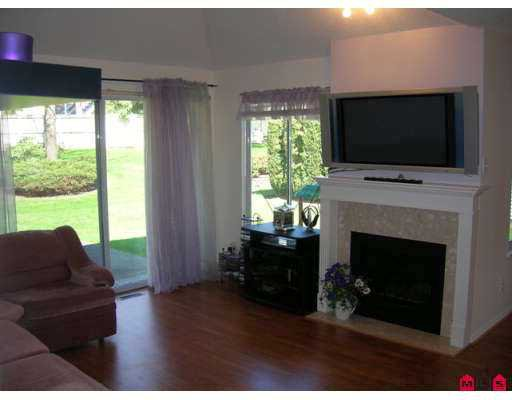 """Photo 2: Photos: 9045 WALNUT GROVE Drive in Langley: Walnut Grove Townhouse for sale in """"Bridlewood"""" : MLS®# F2708026"""