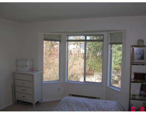 """Photo 5: Photos: 9045 WALNUT GROVE Drive in Langley: Walnut Grove Townhouse for sale in """"Bridlewood"""" : MLS®# F2708026"""