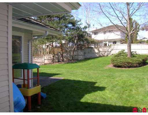 """Photo 7: Photos: 9045 WALNUT GROVE Drive in Langley: Walnut Grove Townhouse for sale in """"Bridlewood"""" : MLS®# F2708026"""