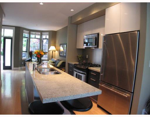 "Photo 4: Photos: 842 W 6TH Avenue in Vancouver: Fairview VW Townhouse for sale in ""BOXWOOD GREEN"" (Vancouver West)  : MLS®# V650678"