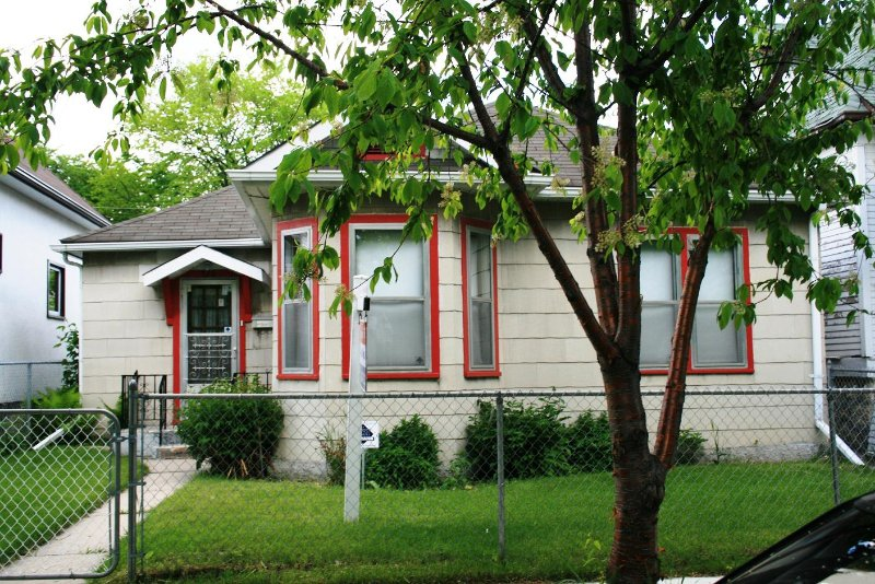 Photo 3: Photos: 526 Craig St./ Wolseley in Winnipeg: West End / Wolseley Single Family Detached for sale (West Winnipeg)  : MLS®# 2810353