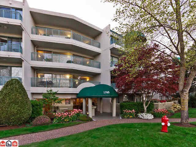"Main Photo: 306 1785 MARTIN Drive in Surrey: Sunnyside Park Surrey Condo for sale in ""SOUTHWYND"" (South Surrey White Rock)  : MLS®# R2425467"