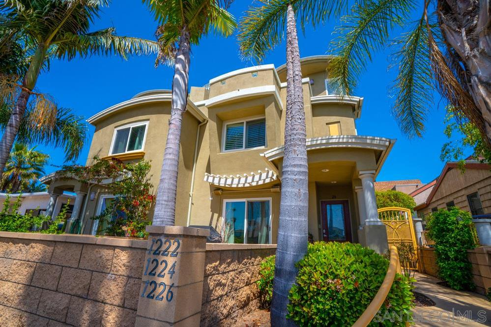 Main Photo: PACIFIC BEACH Townhome for sale : 2 bedrooms : 1224 Grand Ave in San Diego