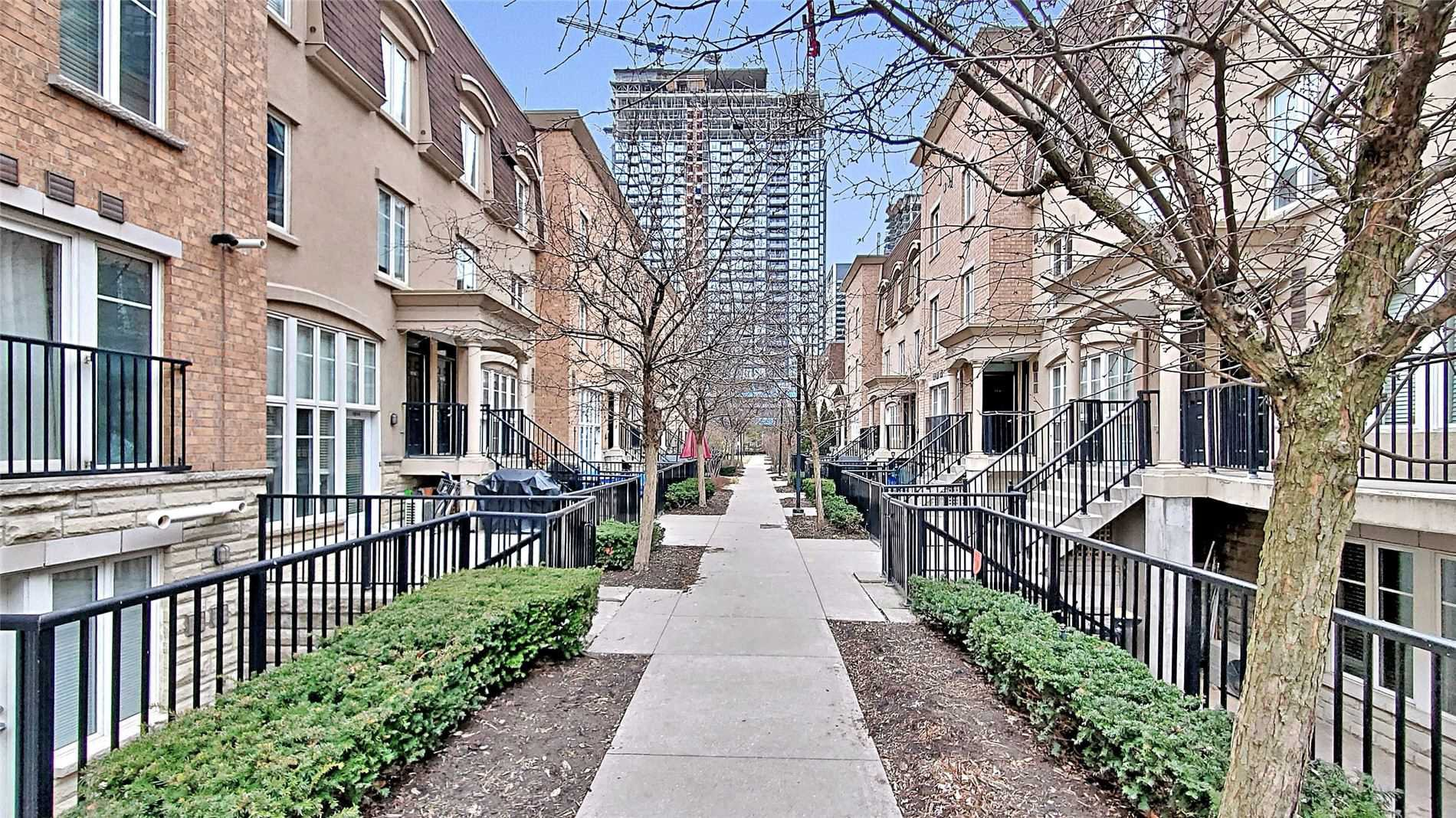 Main Photo: 54 East Liberty St 1011 in Toronto: Condo for sale : MLS®# C4720375