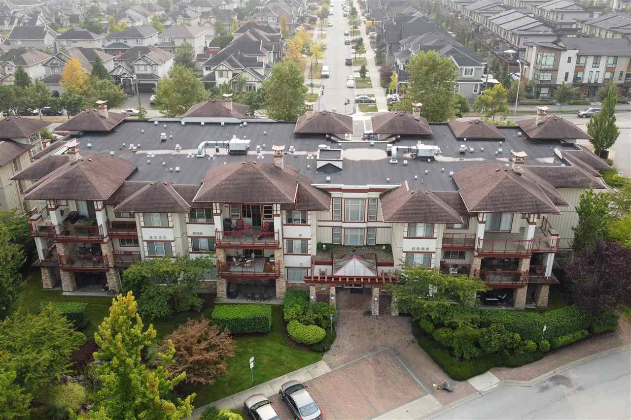 """Main Photo: 209 16477 64 Avenue in Surrey: Cloverdale BC Condo for sale in """"St Andrews"""" (Cloverdale)  : MLS®# R2527449"""