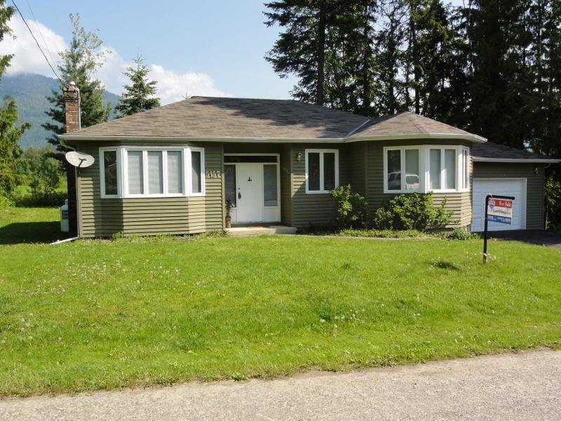 Main Photo: 5157 Tallington Drive in Celista: House for sale : MLS®# 10020351