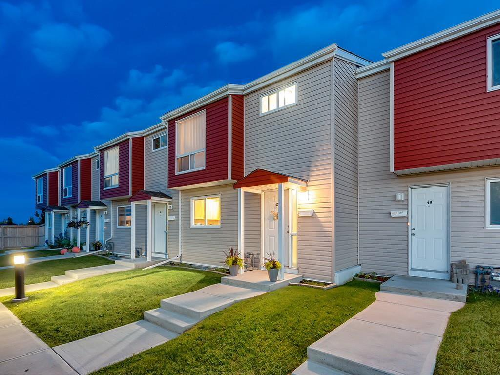 Main Photo: 47 5425 PENSACOLA Crescent SE in Calgary: Penbrooke Meadows Row/Townhouse for sale : MLS®# C4261781
