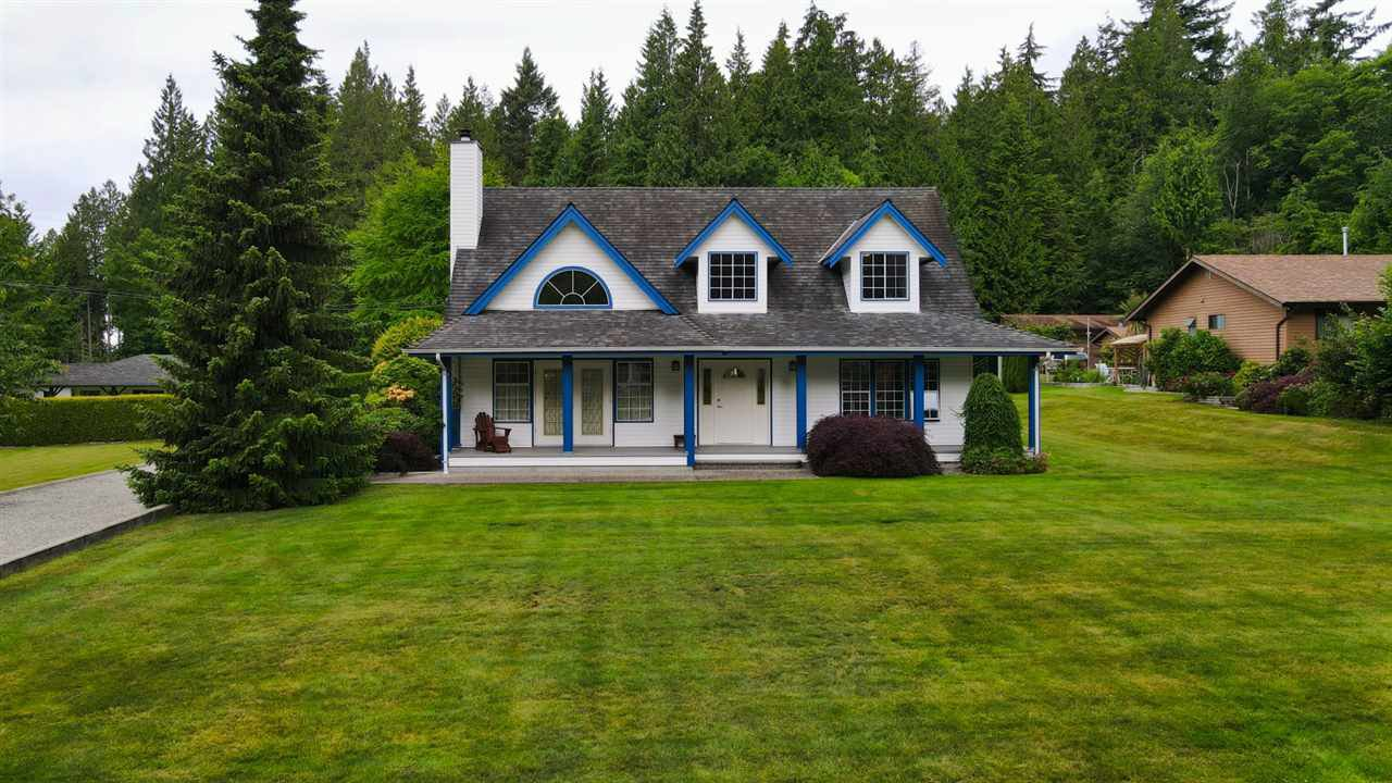Main Photo: 1081 TIMBERLAND Road: Roberts Creek House for sale (Sunshine Coast)  : MLS®# R2468974