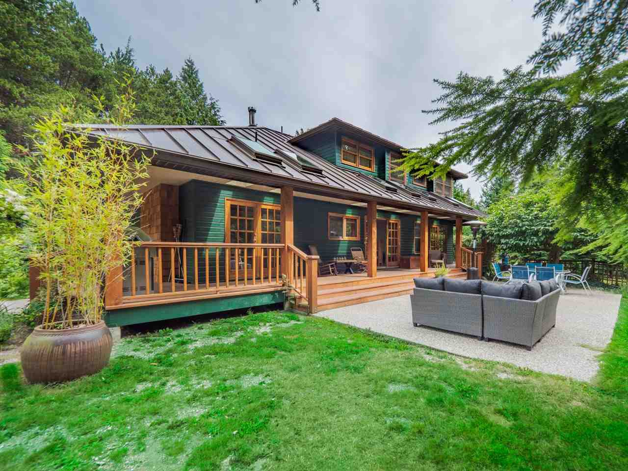 Main Photo: 7983 LOHN Road in Halfmoon Bay: Halfmn Bay Secret Cv Redroofs House for sale (Sunshine Coast)  : MLS®# R2398983