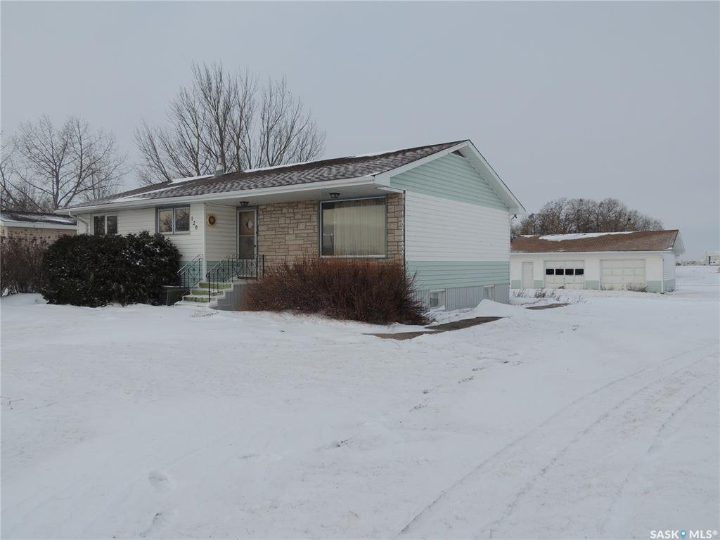 Main Photo: 120 Government Road North in Stoughton: Residential for sale : MLS®# SK796577