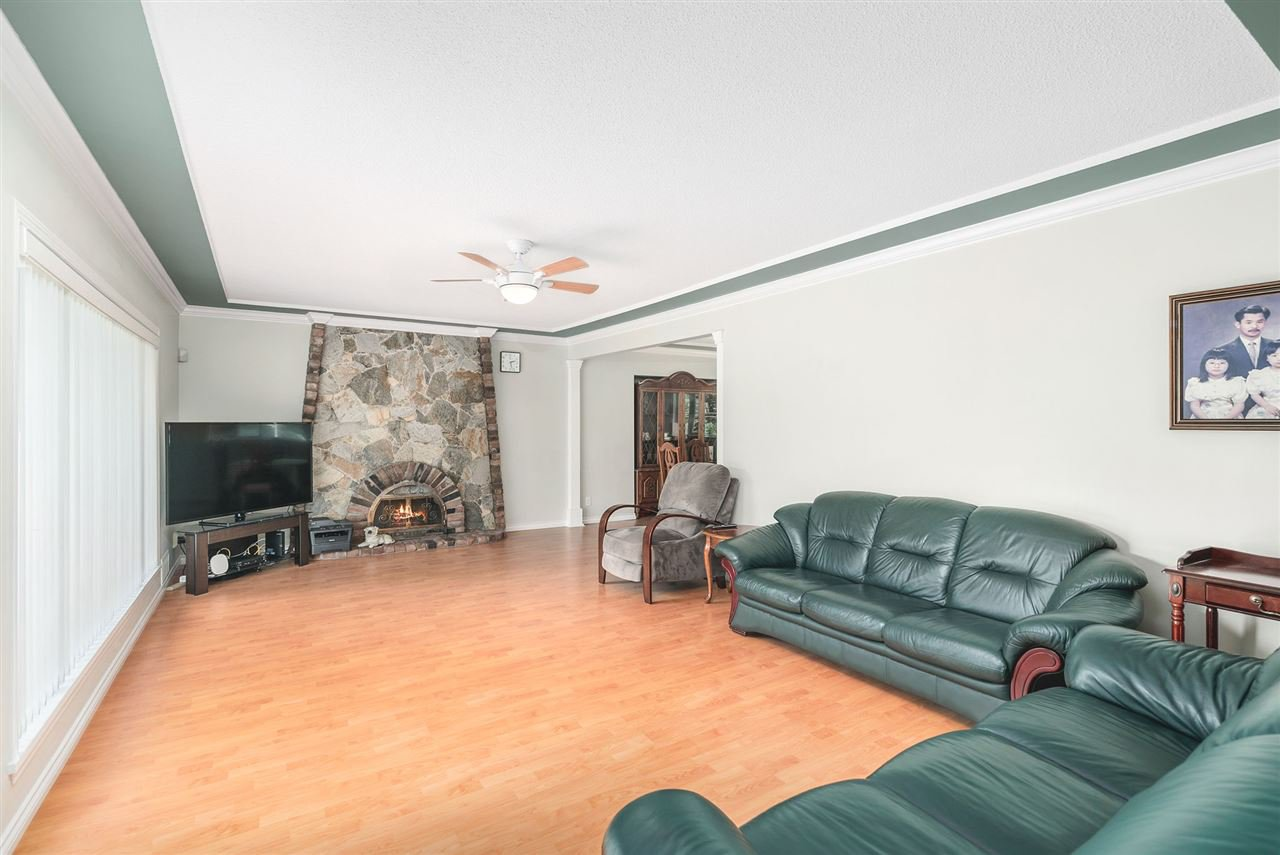 Photo 3: Photos: 4381 WILDWOOD CRESCENT in Burnaby: Garden Village House for sale (Burnaby South)  : MLS®# R2460804