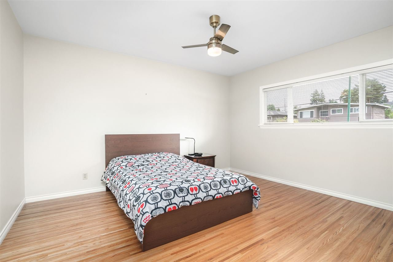 Photo 12: Photos: 4381 WILDWOOD CRESCENT in Burnaby: Garden Village House for sale (Burnaby South)  : MLS®# R2460804