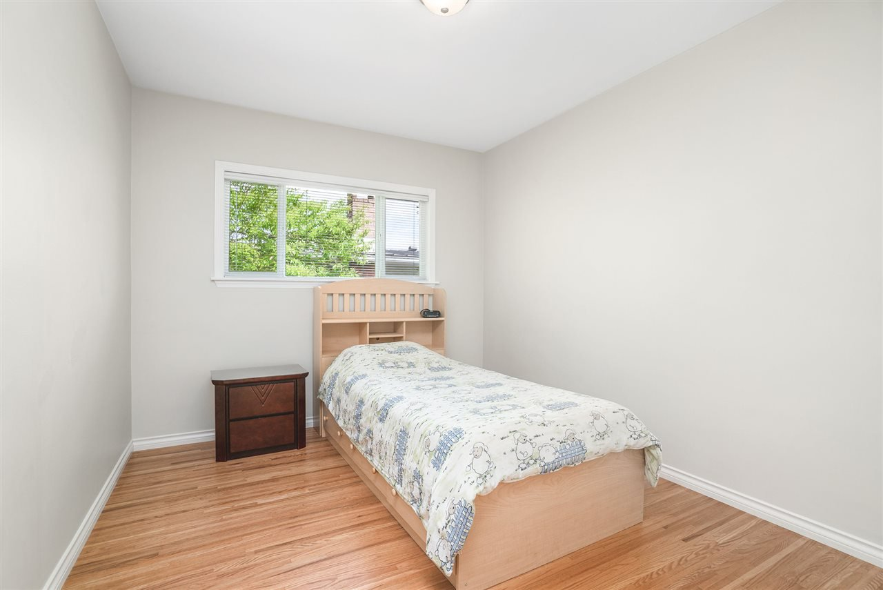 Photo 14: Photos: 4381 WILDWOOD CRESCENT in Burnaby: Garden Village House for sale (Burnaby South)  : MLS®# R2460804