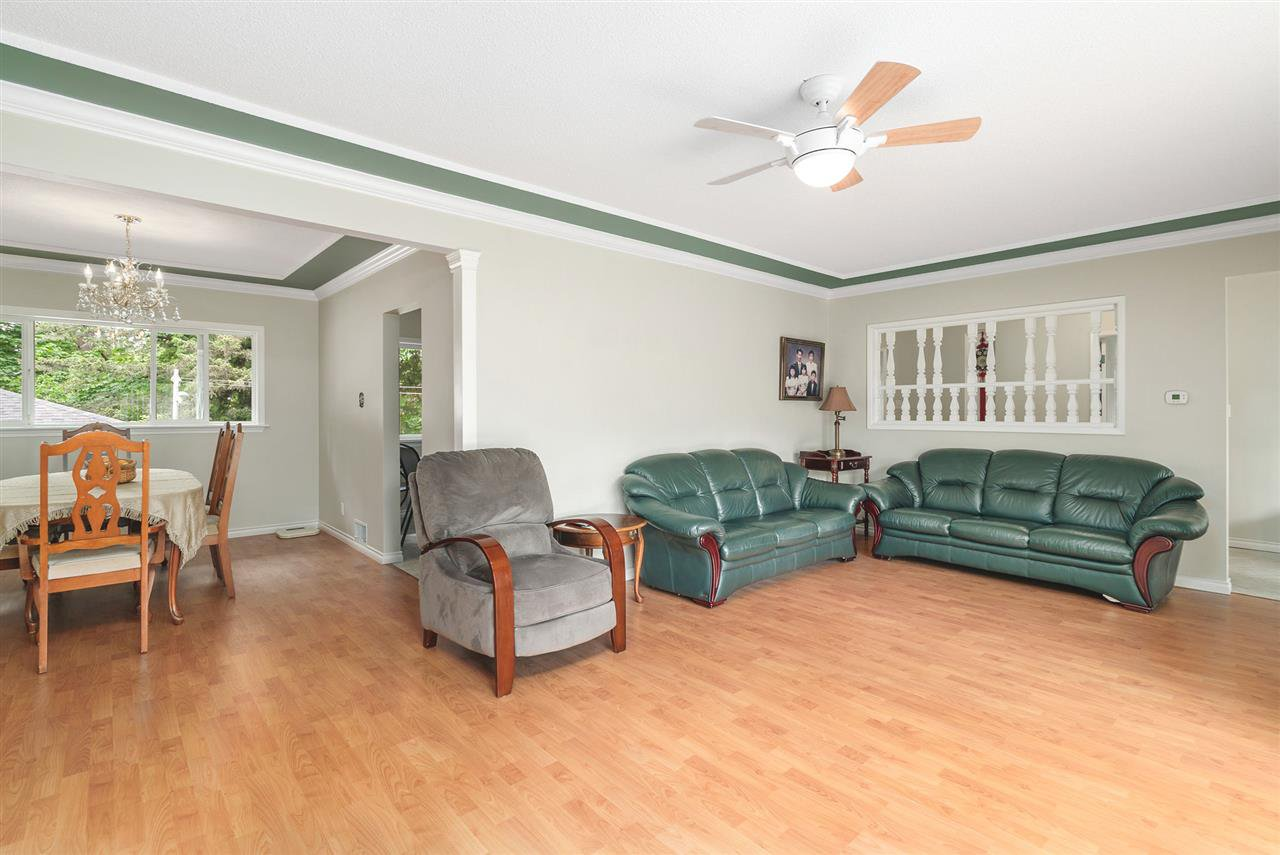 Photo 5: Photos: 4381 WILDWOOD CRESCENT in Burnaby: Garden Village House for sale (Burnaby South)  : MLS®# R2460804