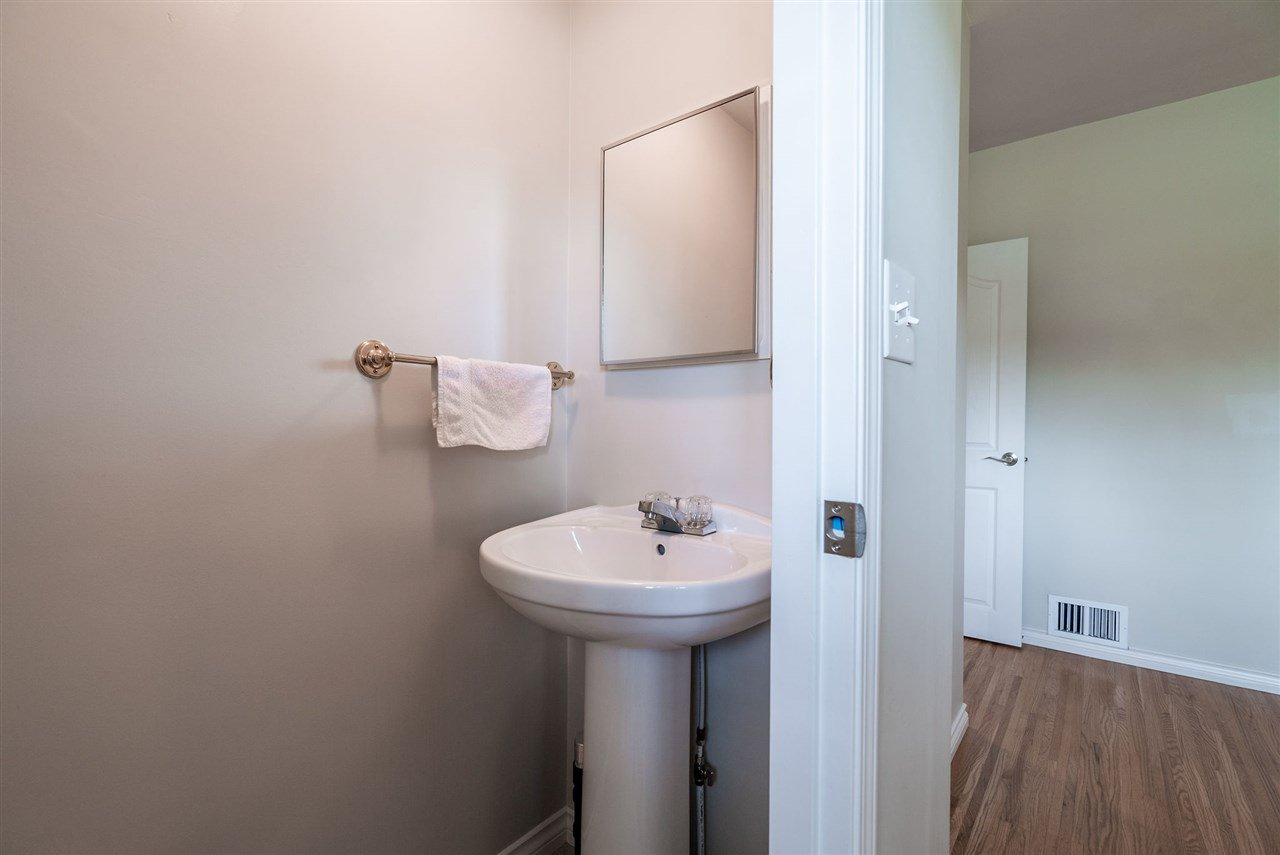 Photo 13: Photos: 4381 WILDWOOD CRESCENT in Burnaby: Garden Village House for sale (Burnaby South)  : MLS®# R2460804