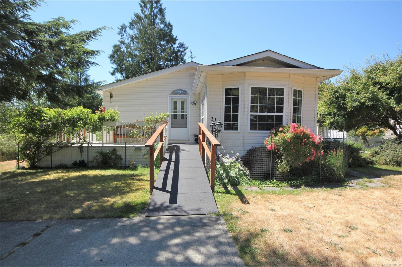 Main Photo: 31 2357 Sooke River Rd in : Sk Sooke River Manufactured Home for sale (Sooke)  : MLS®# 850462