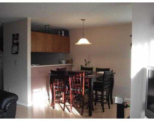 Photo 4: Photos: 2 839 NORTH Road in Gibsons: Gibsons & Area Townhouse for sale (Sunshine Coast)  : MLS®# V675436