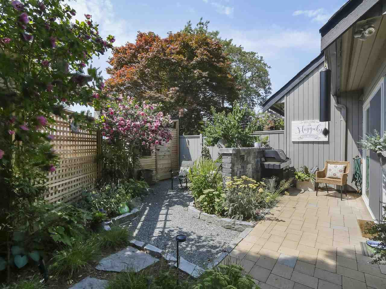 Photo 18: Photos: 4827 CENTRAL AVENUE in Delta: Hawthorne Townhouse for sale (Ladner)  : MLS®# R2391825