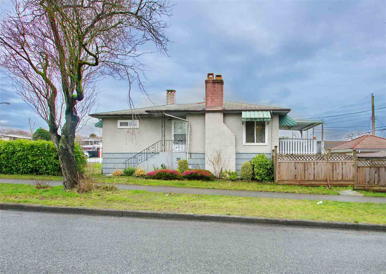 Main Photo: 7320 INVERNESS Street in Vancouver: South Vancouver House for sale (Vancouver East)  : MLS®# R2429721