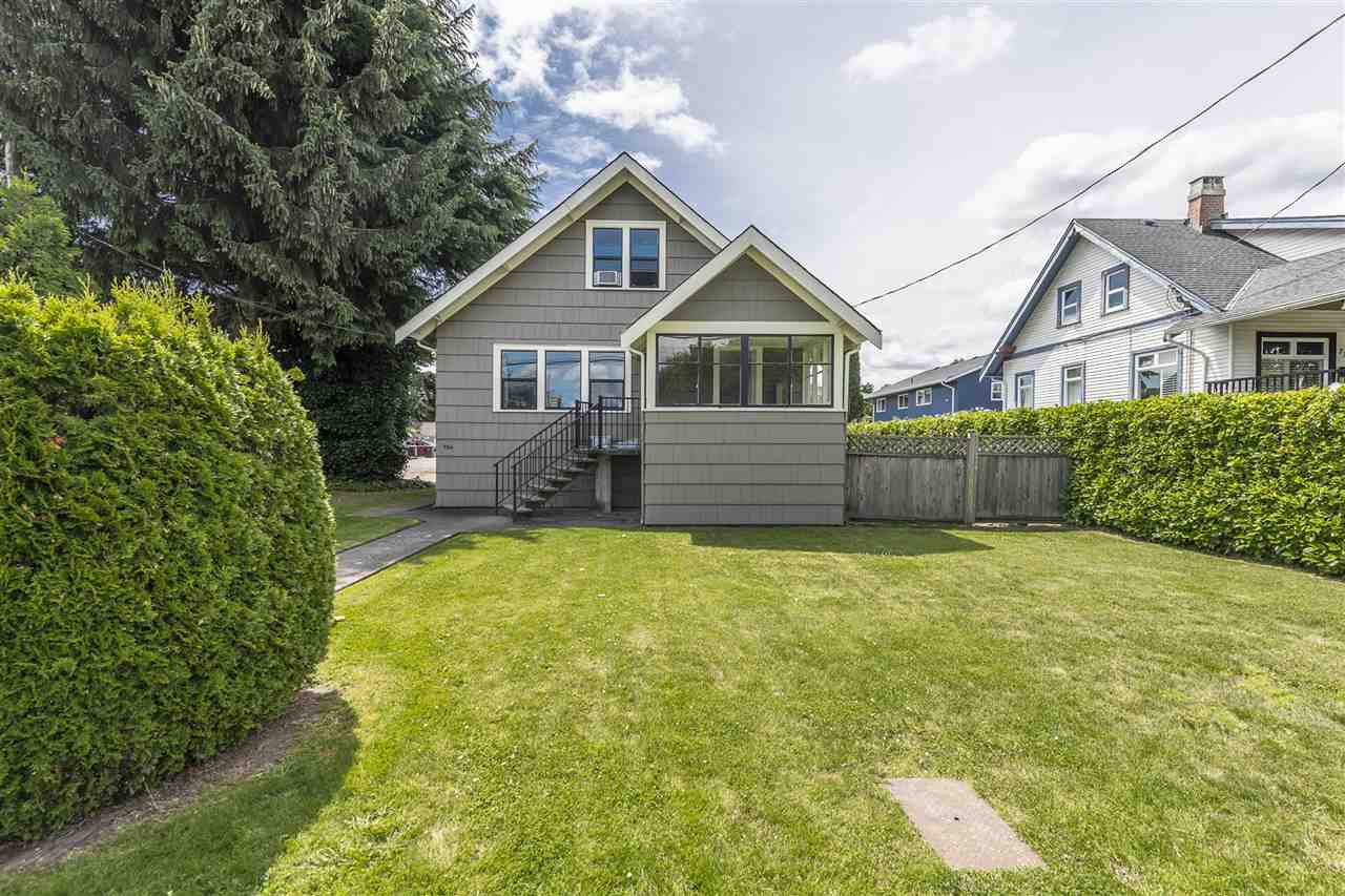 Main Photo: 734 TENTH Street in New Westminster: Moody Park House for sale : MLS®# R2475321