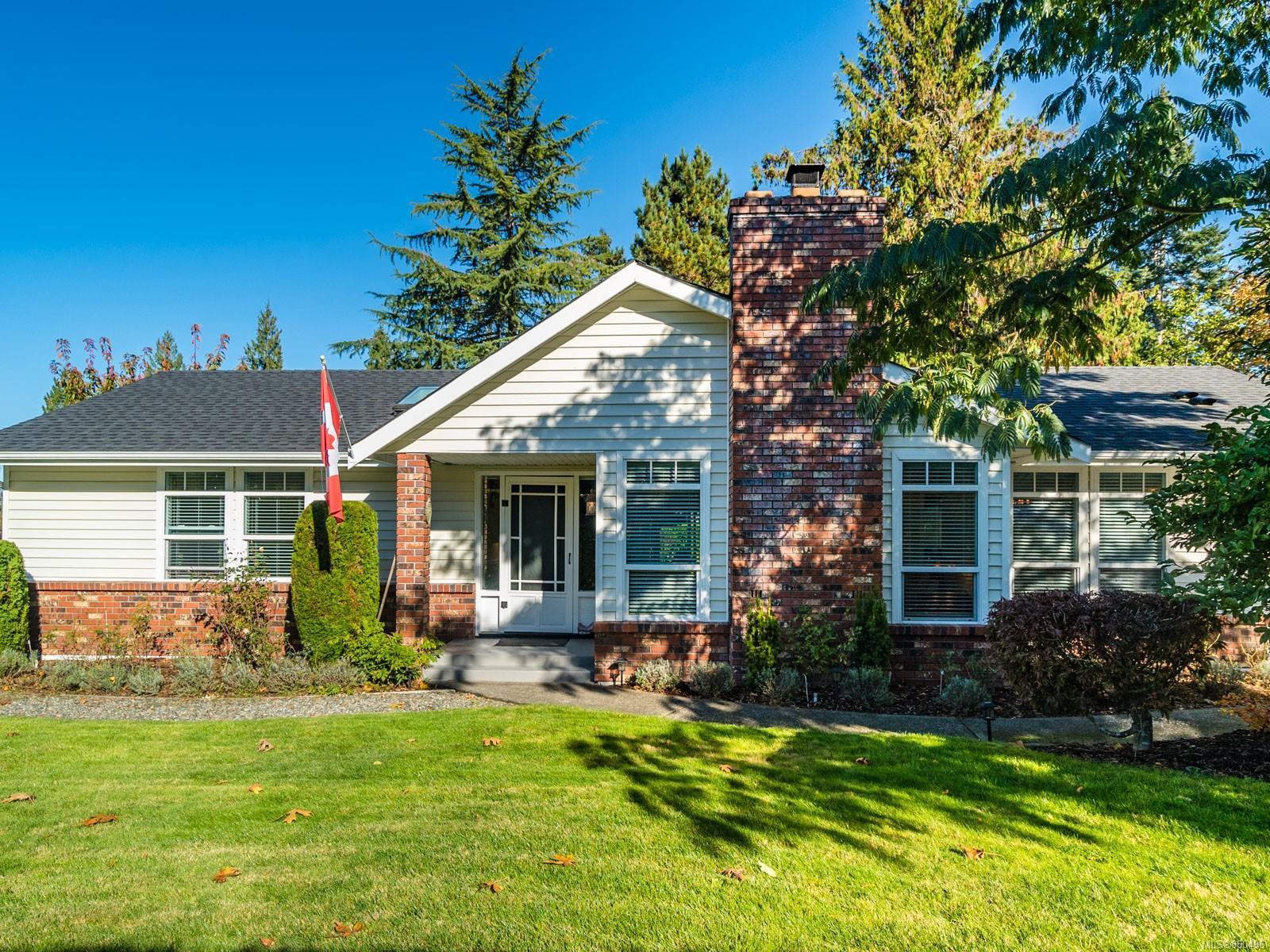 Main Photo: 579 Eaglecrest Dr in : PQ Qualicum Beach House for sale (Parksville/Qualicum)  : MLS®# 860496