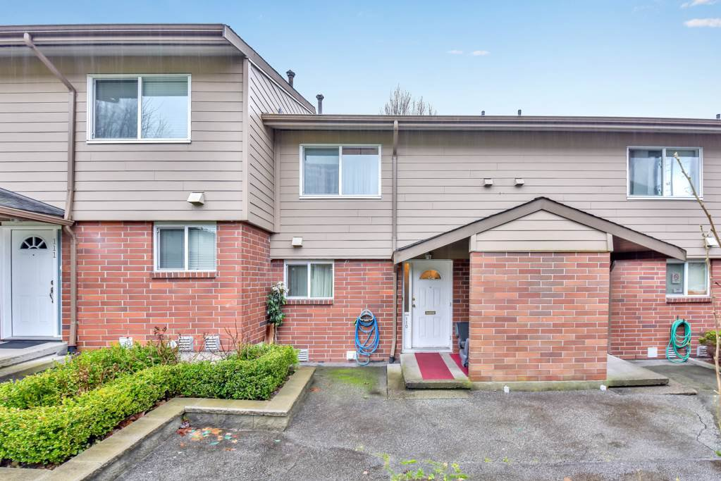"Main Photo: 110 10748 GUILDFORD Drive in Surrey: Guildford Townhouse for sale in ""Guildford Close"" (North Surrey)  : MLS®# R2526567"