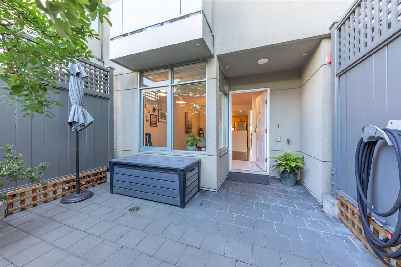 """Main Photo: TH15 63 KEEFER Place in Vancouver: Downtown VW Townhouse for sale in """"EUROPA"""" (Vancouver West)  : MLS®# R2477019"""