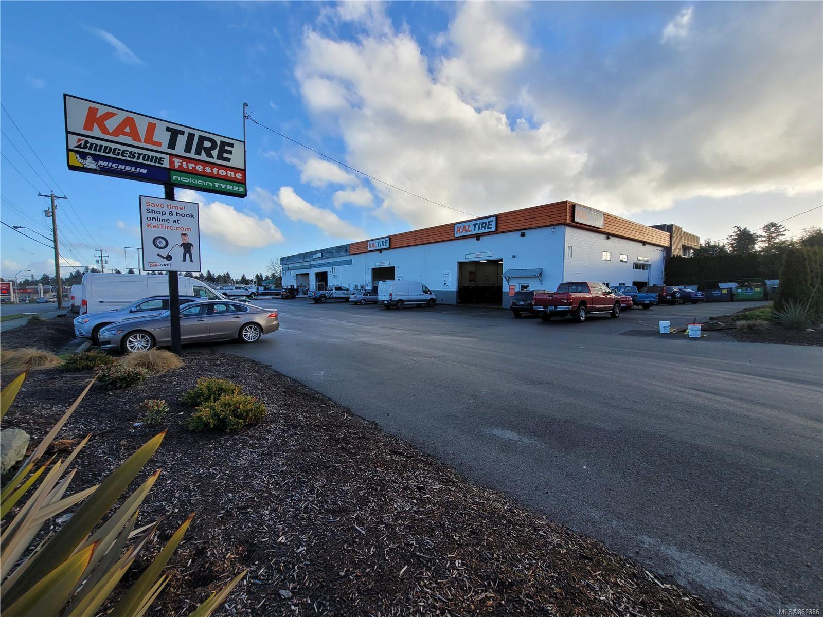 Main Photo: 2107 Keating Cross Rd in : CS Keating Industrial for sale (Central Saanich)  : MLS®# 862386