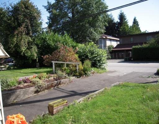 Photo 2: Photos: 1654 ROSS RD in North Vancouver: House for sale : MLS®# V733802