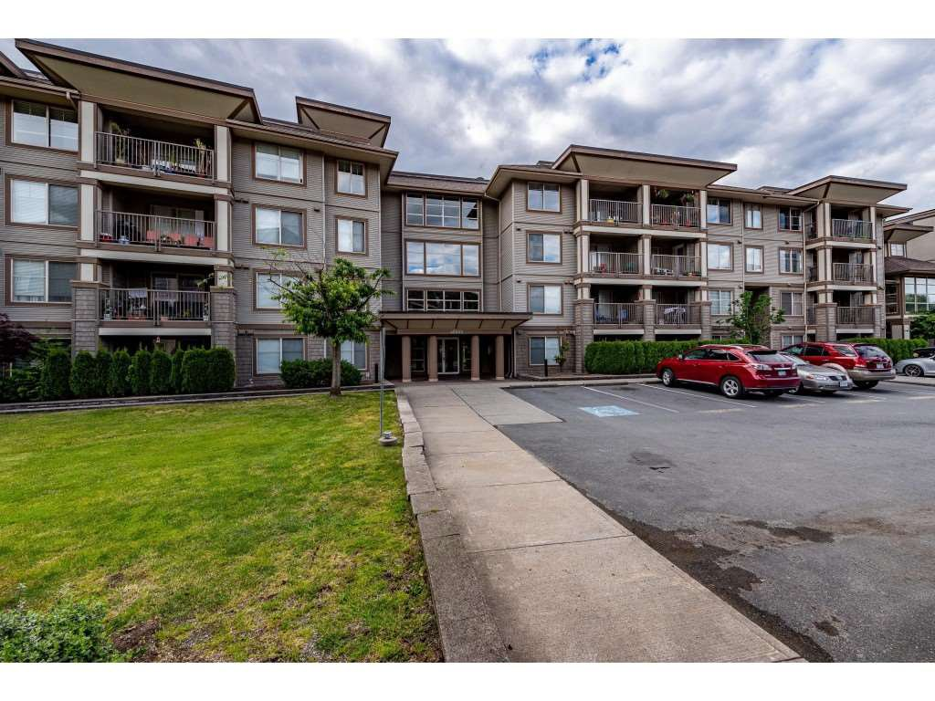 "Main Photo: 403 45559 YALE Road in Chilliwack: Chilliwack W Young-Well Condo for sale in ""THE VIBE"" : MLS®# R2463335"