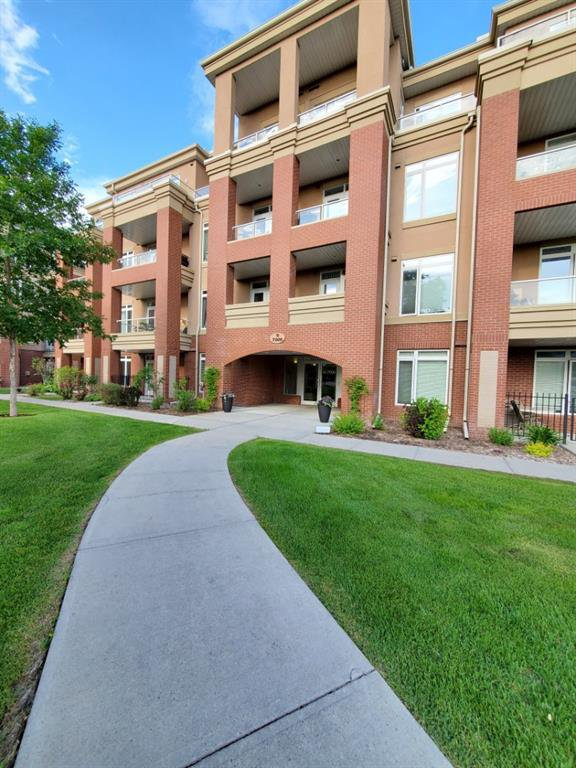 Main Photo: 7107 14 HEMLOCK Crescent SW in Calgary: Spruce Cliff Apartment for sale : MLS®# C4302638