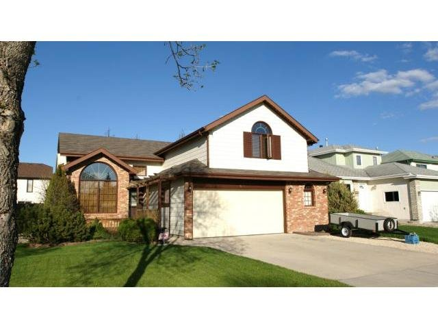 Main Photo: 66 Glenacres Crescent in Winnipeg: Residential for sale : MLS®# 1109680