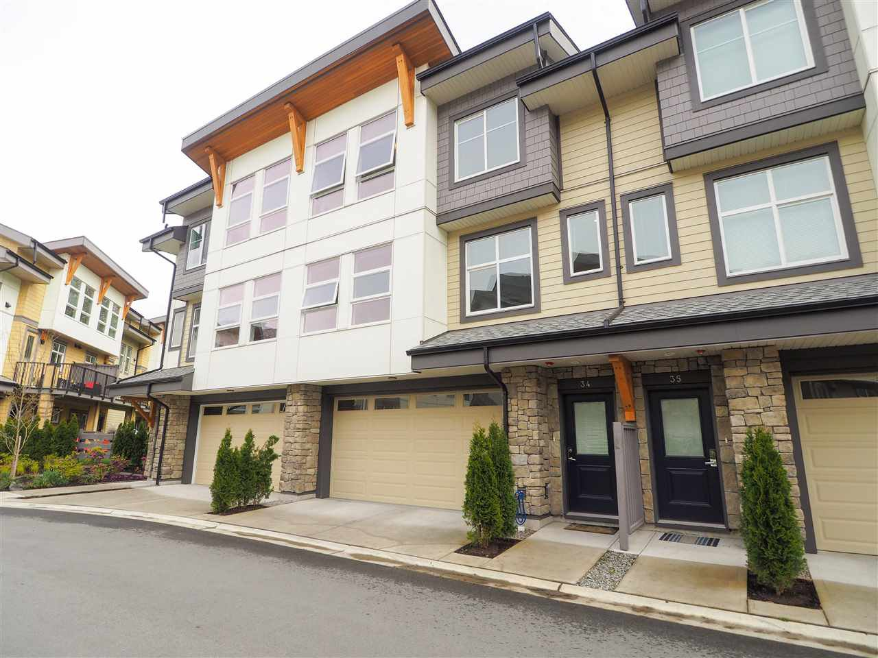 "Main Photo: 34 39548 LOGGERS Lane in Squamish: Brennan Center Townhouse for sale in ""SEVEN PEAKS"" : MLS®# R2452364"