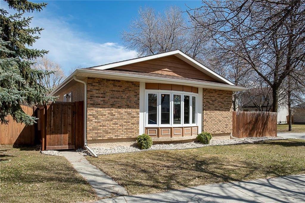 Main Photo: 51 Sandrington Drive in Winnipeg: River Park South Residential for sale (2E)  : MLS®# 202008929