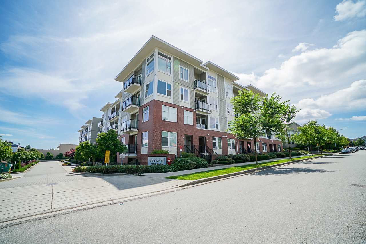 "Main Photo: 204 15956 86A Avenue in Surrey: Fleetwood Tynehead Condo for sale in ""ASCEND"" : MLS®# R2470176"