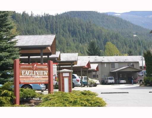 "Main Photo: 30 41450 GOVERNMENT Road: Brackendale Townhouse for sale in ""EAGLEVIEW"" (Squamish)  : MLS®# V715909"