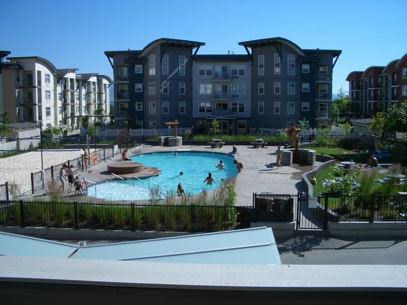 Main Photo: 201 539 Yates Road in Kelowna: Apartment Unit for sale (North Glenmore)  : MLS®# 9203358