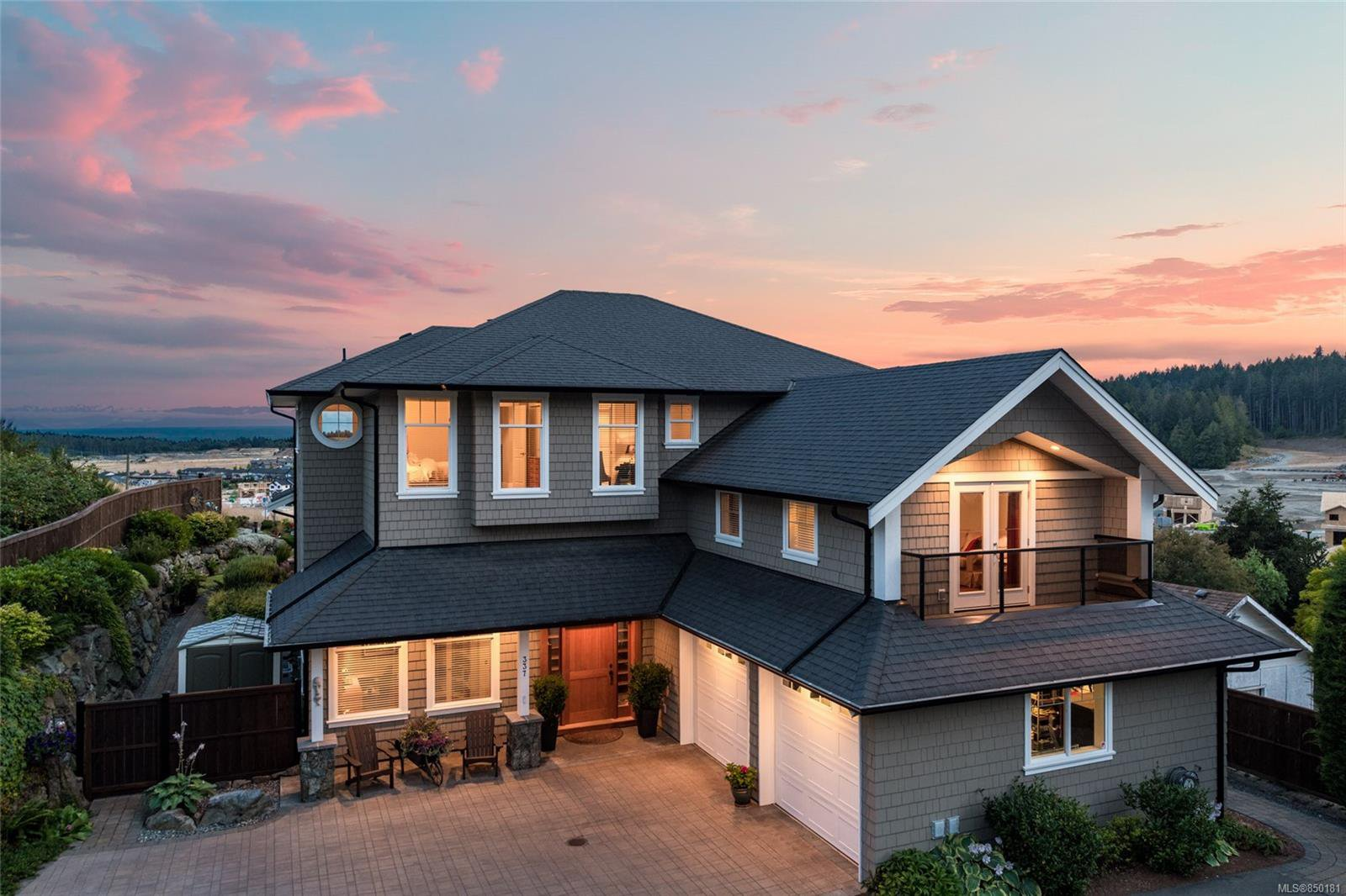 Main Photo: 337 Cotlow Rd in : Co Royal Bay Single Family Detached for sale (Colwood)  : MLS®# 850181