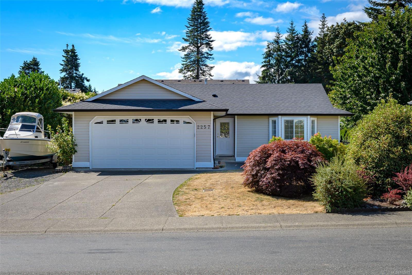 Main Photo: 2257 Bolt Ave in : CV Comox (Town of) Single Family Detached for sale (Comox Valley)  : MLS®# 852478