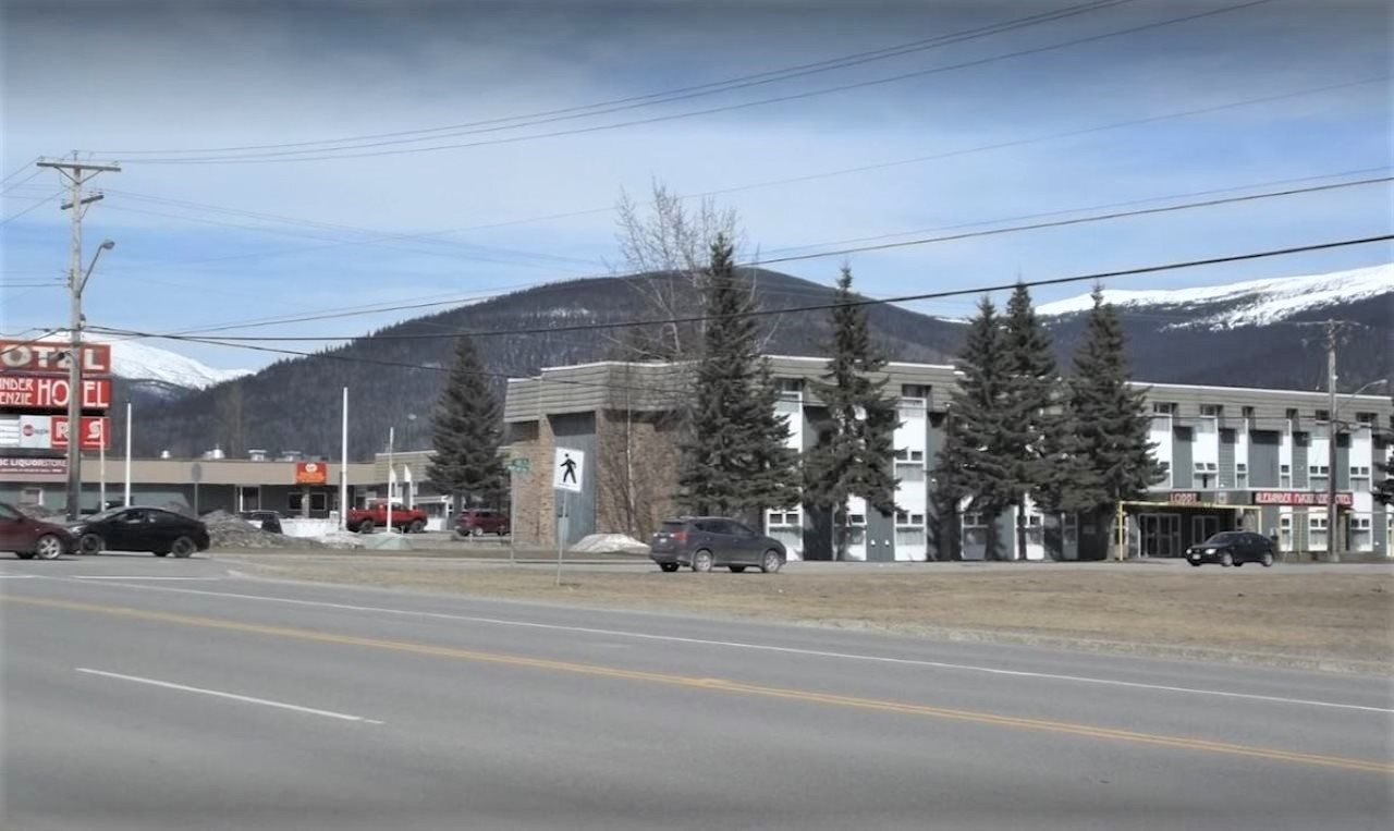 Main Photo: 403 MACKENZIE Boulevard in Mackenzie: Mackenzie -Town Retail for sale (Mackenzie (Zone 69))  : MLS®# C8034645
