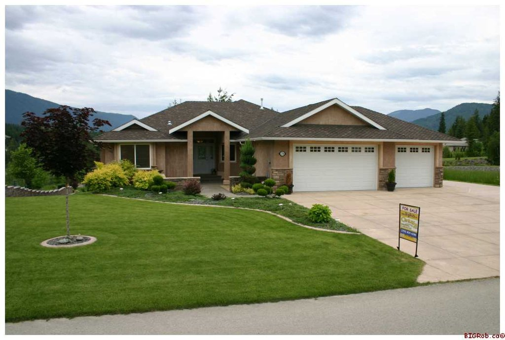 Main Photo: 2718 Sunnydale Drive in Blind Bay: Golf Course Area Residential Detached for sale : MLS®# 10031350