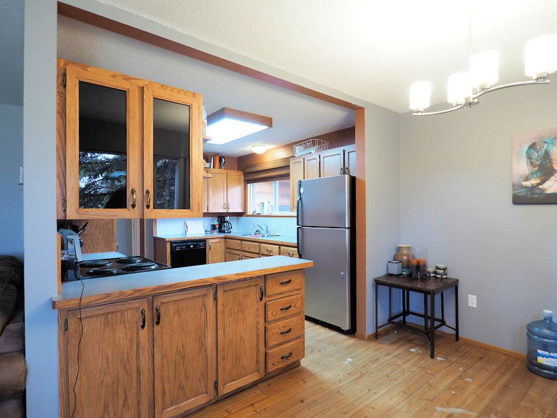 Photo 12: Photos: 6496 GREY Crescent in 100 Mile House: Horse Lake House for sale (100 Mile House (Zone 10))  : MLS®# R2418657