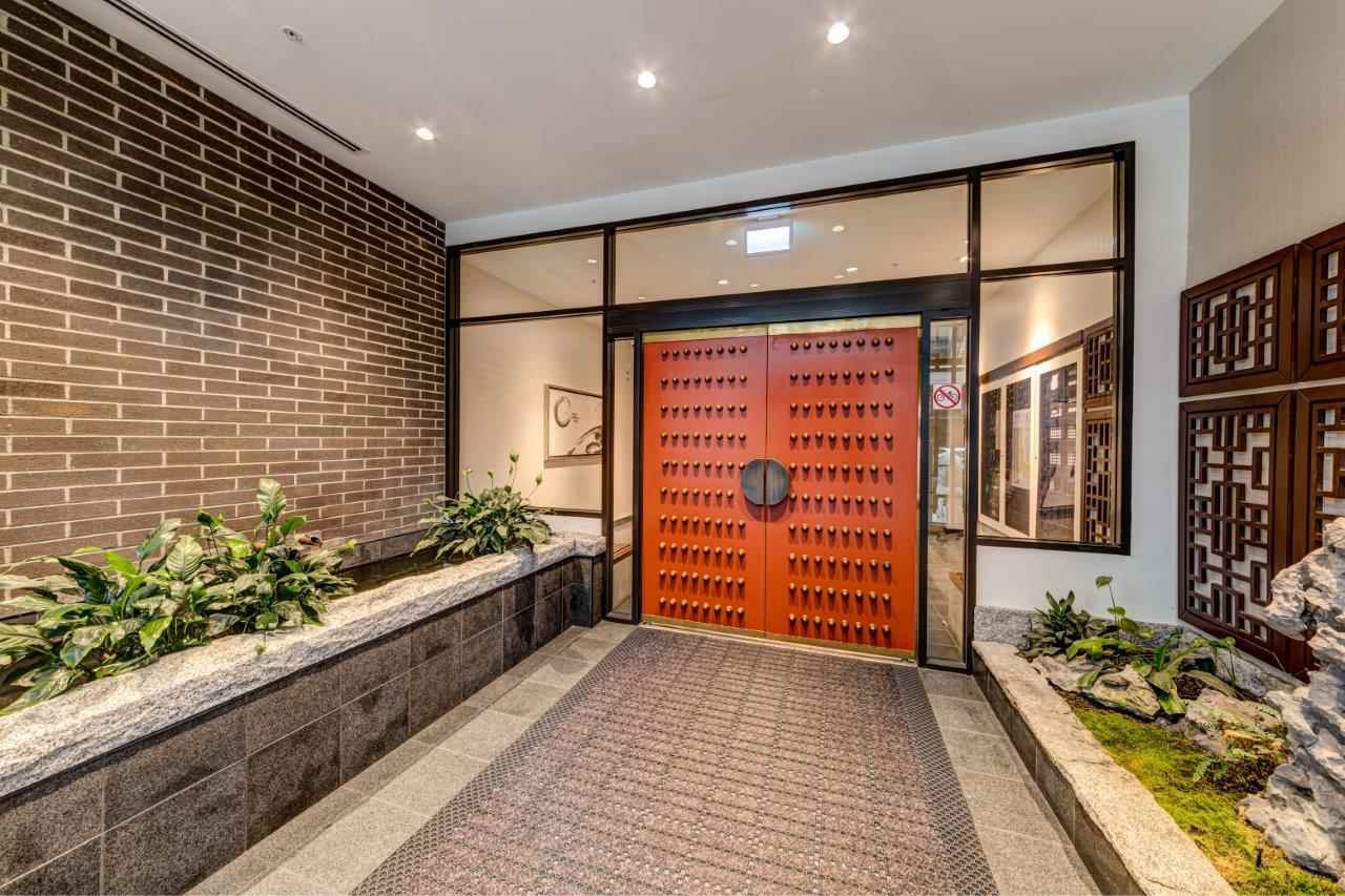 """Main Photo: PH9 188 KEEFER Street in Vancouver: Downtown VE Condo for sale in """"188 Keefer"""" (Vancouver East)  : MLS®# R2426637"""