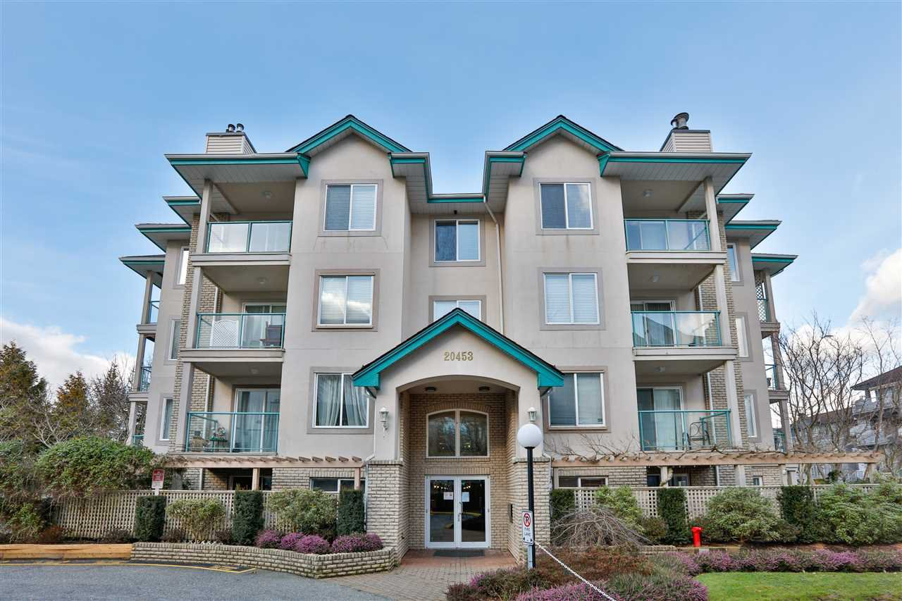 "Main Photo: 306 20453 53 Avenue in Langley: Langley City Condo for sale in ""Countryside Estates"" : MLS®# R2435705"