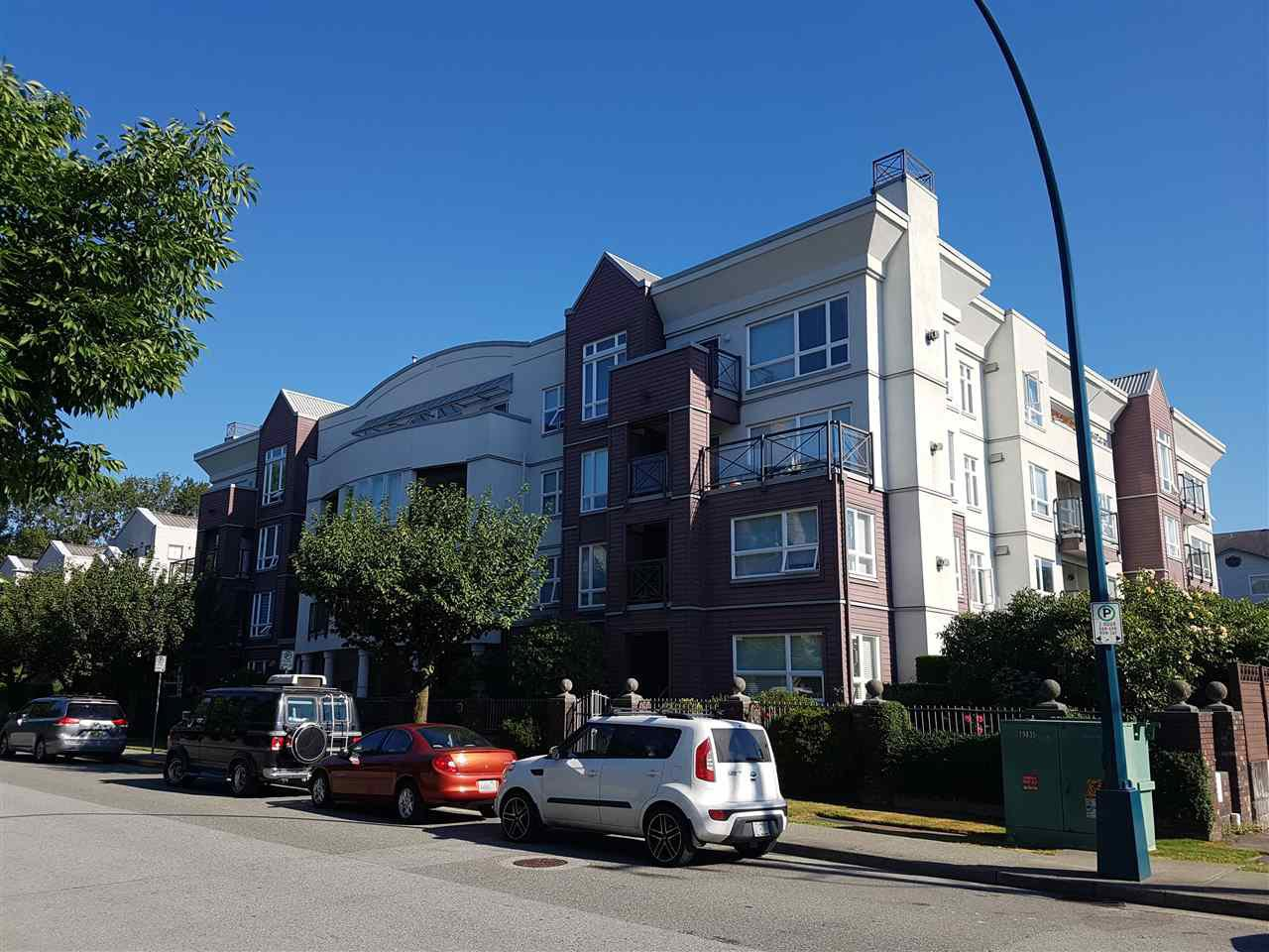 "Main Photo: 409 2335 WHYTE Avenue in Port Coquitlam: Central Pt Coquitlam Condo for sale in ""Chancellor Court"" : MLS®# R2399366"