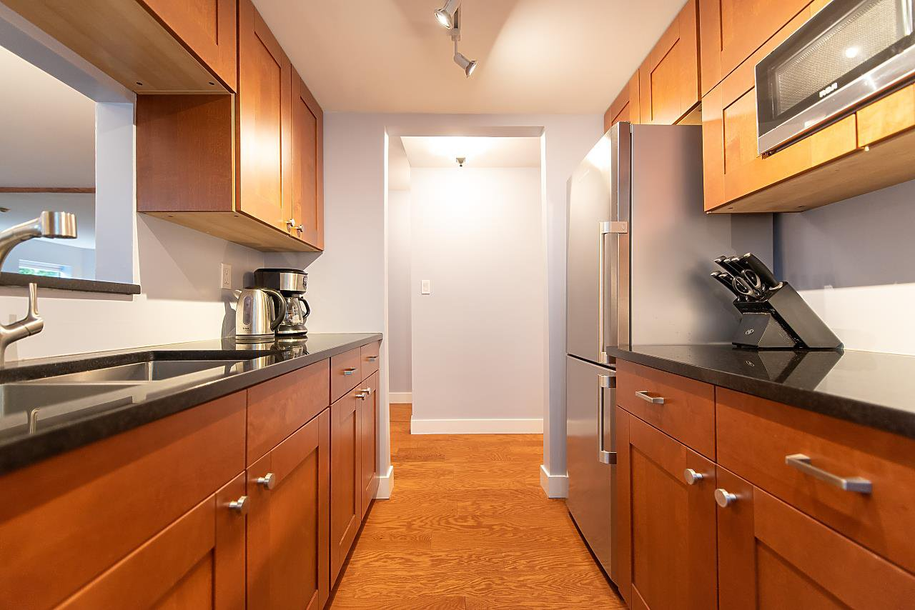 Photo 11: Photos: 2423 W 6TH Avenue in Vancouver: Kitsilano Townhouse for sale (Vancouver West)  : MLS®# R2432040