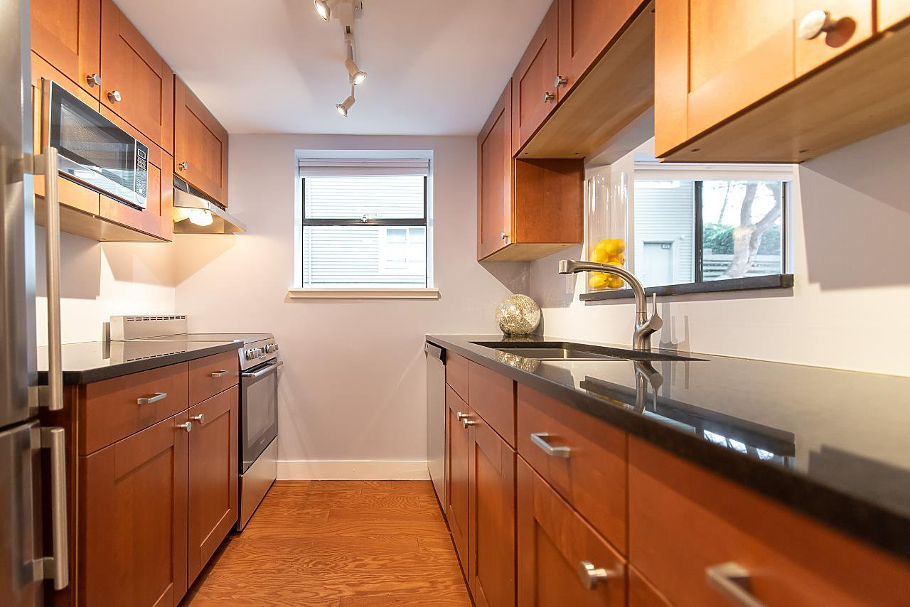 Photo 10: Photos: 2423 W 6TH Avenue in Vancouver: Kitsilano Townhouse for sale (Vancouver West)  : MLS®# R2432040