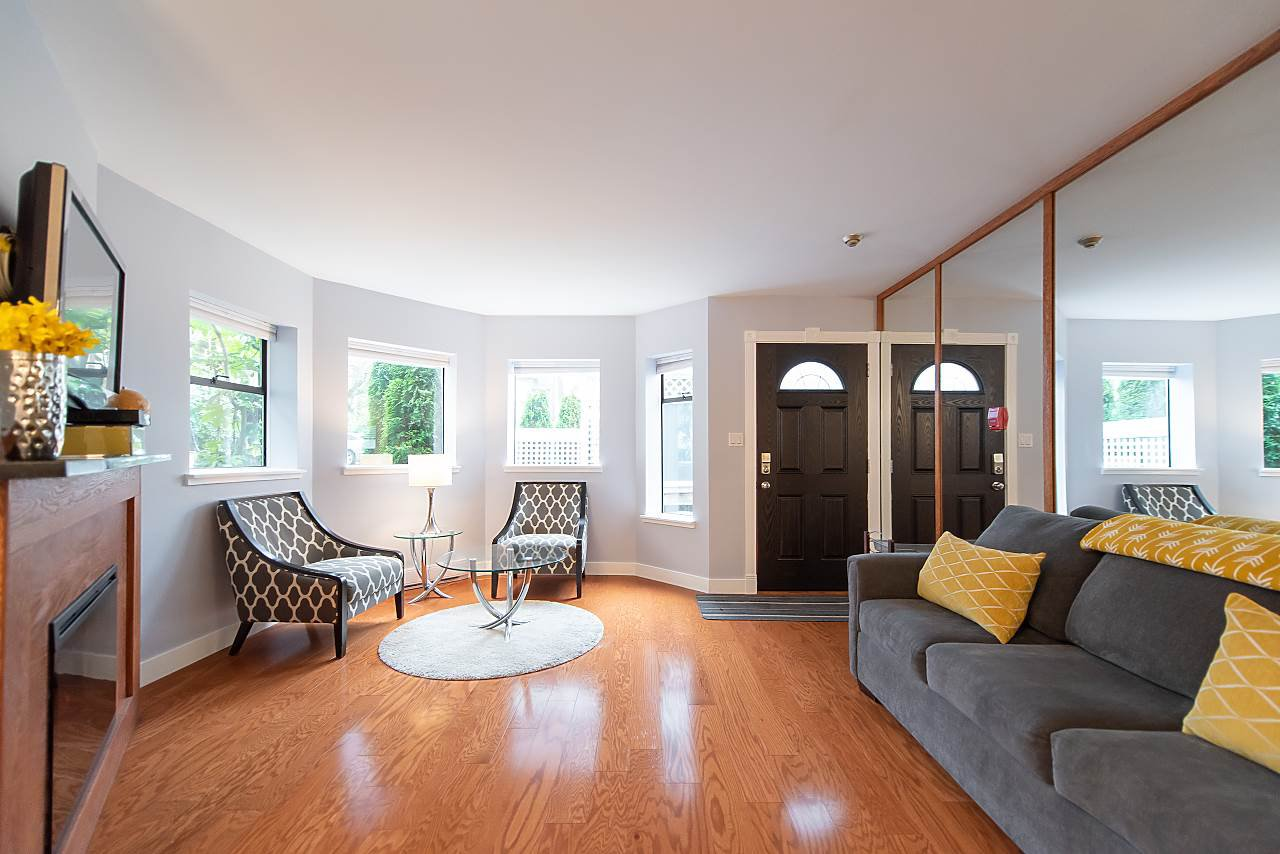 Photo 3: Photos: 2423 W 6TH Avenue in Vancouver: Kitsilano Townhouse for sale (Vancouver West)  : MLS®# R2432040
