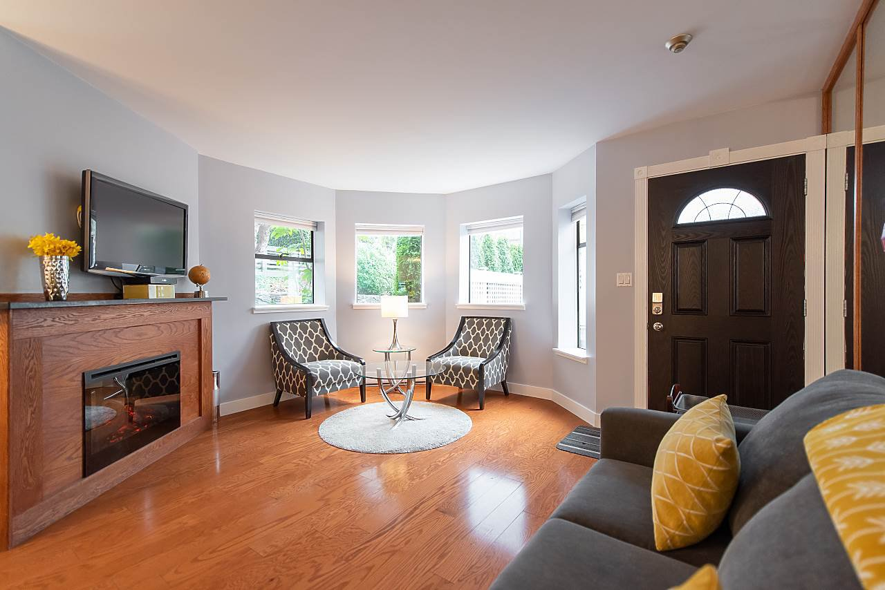 Photo 4: Photos: 2423 W 6TH Avenue in Vancouver: Kitsilano Townhouse for sale (Vancouver West)  : MLS®# R2432040