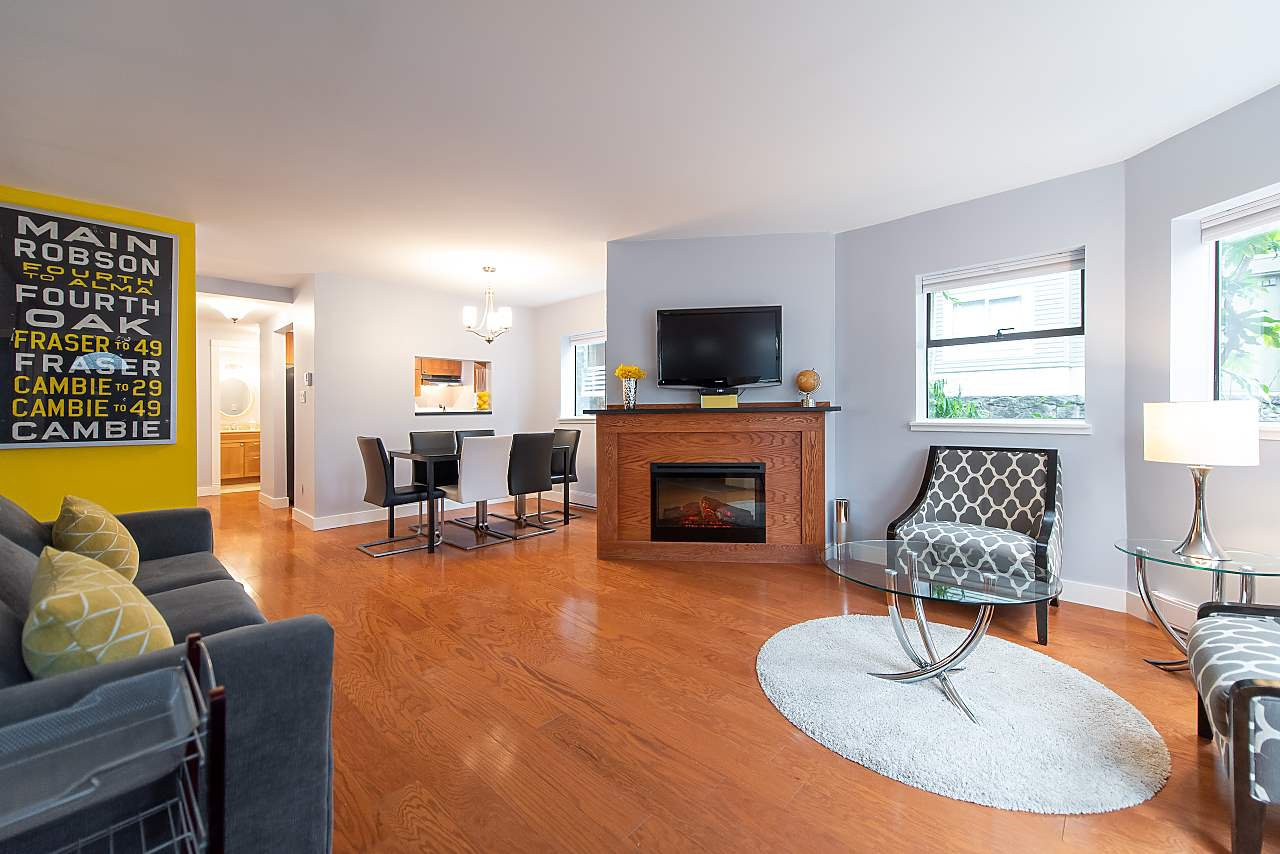 Photo 2: Photos: 2423 W 6TH Avenue in Vancouver: Kitsilano Townhouse for sale (Vancouver West)  : MLS®# R2432040